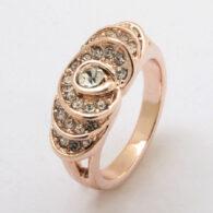 טבעת גולדפילד 18 קרט זהב אדום בשיבוץ קריסטלים