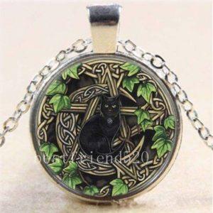 תליון ויקה פנטגרם בשילוב ירח וחתול שחור אנרגיית צמחים ונשיות