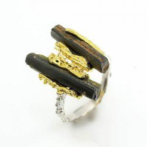 טבעת בשיבוץ אבני טורמלין שחור גלם תכשיט יוקרה עבודת יד