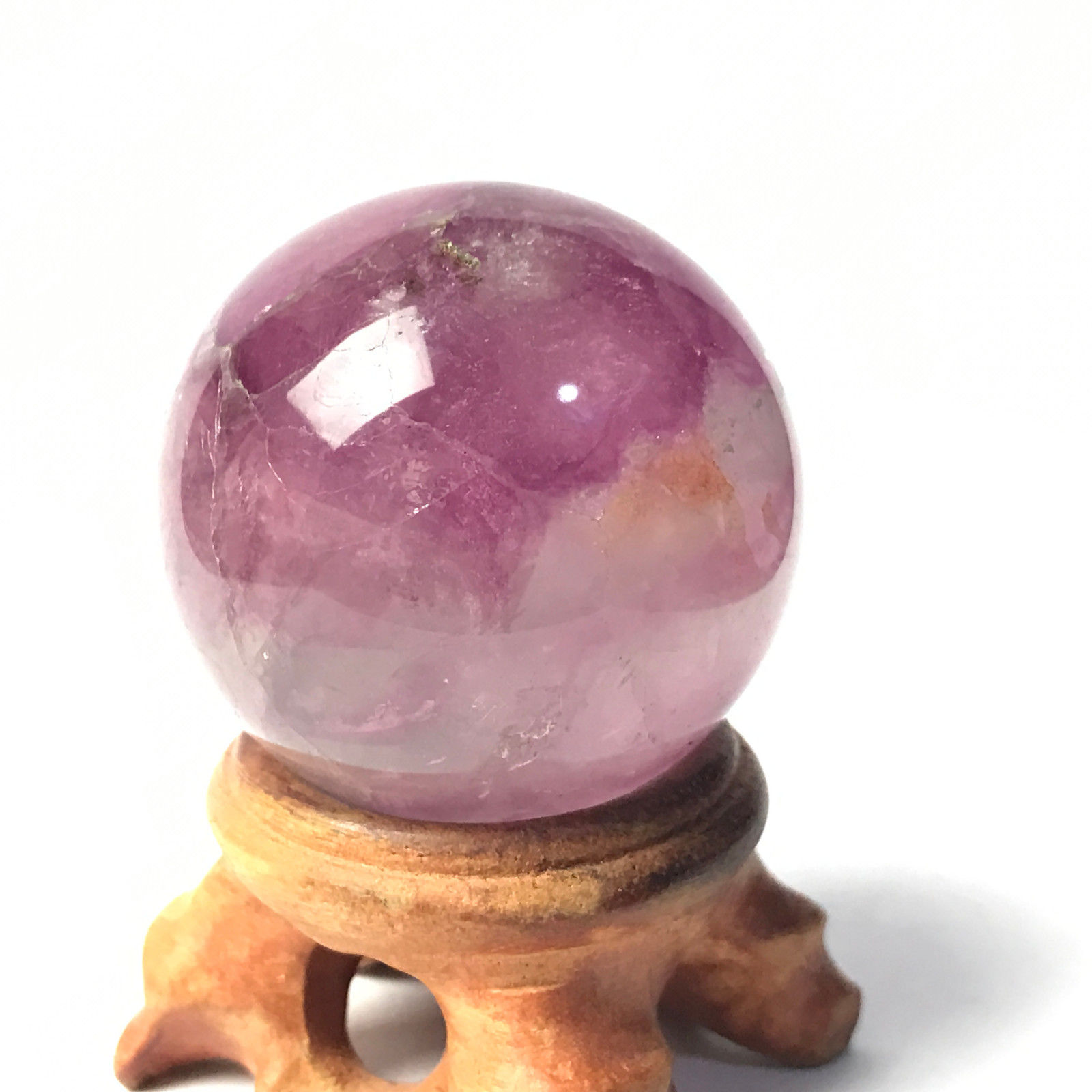 """כדור מאבן פלואורייט ומעמד עץ מסוגנן משקל: 92 גרם קוטר: 37 מ""""מ"""