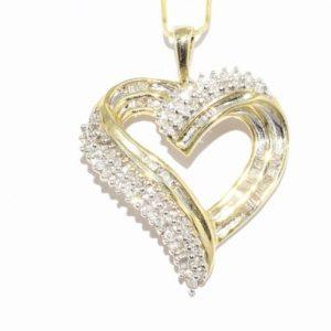 תליון זהב צהוב עיצוב לב בשיבוץ 69 יהלומים