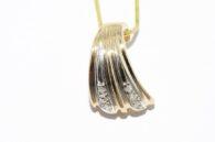 תליון זהב צהוב 14 קרט בשיבוץ 6 יהלומים