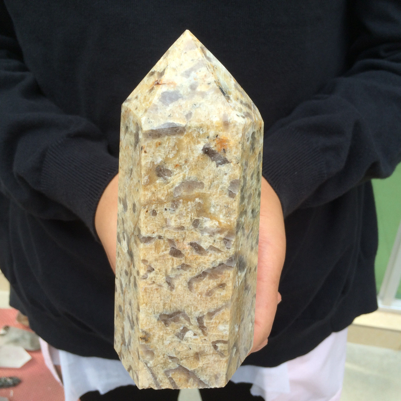 """מוט מאבן לאופרד סקין גדול מהמם משקל: 830 גרם מידות: 50*70*158 מ""""מ"""