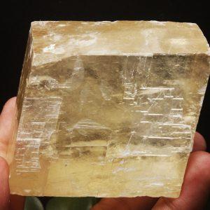"""קלציט זהב גלם גדול משקל: 424 גרם מידות: 37*56*67 מ""""מ"""