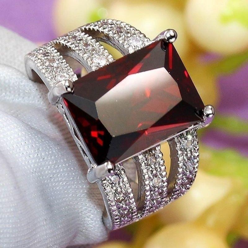 טבעת כסף 925 בשיבוץ רובי מידה 11 \ 10 הטבעת: 5.6 גרם
