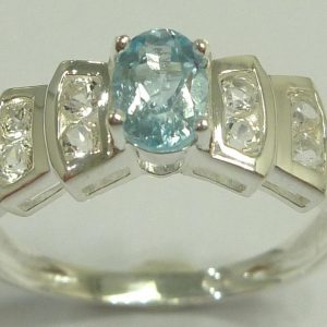 טבעת כסף בשיבוץ טופז כחול וטופז לבן מידה: 7 הטבעת: 2.1 גרם