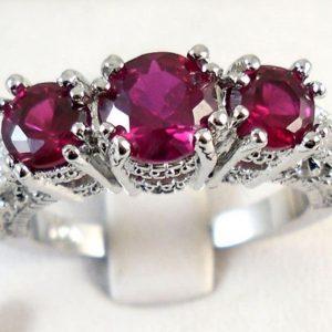 טבעת יוקרה כסף 925 בשיבוץ 3 אבני רובי מידה: 10 הטבעת: 3.8 גרם