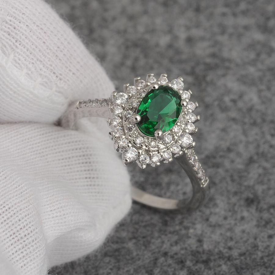 טבעת יוקרה כסף 925 בשיבוץ אמרלד וזירקונים מידה: 7