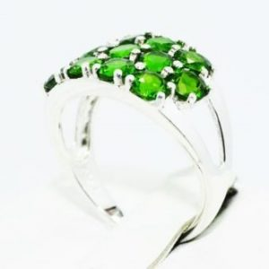 טבעת יוקרה כסף 925 בשיבוץ 13 אבני דיופסיד מידה: 8.5