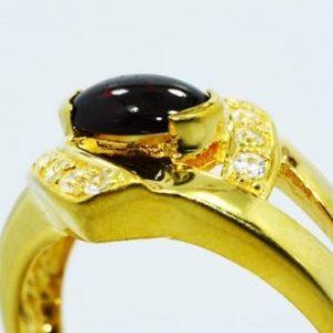 טבעת כסף בציפוי זהב בשיבוץ גרנט וטופז לבן 1.45 קרט מידה: 9