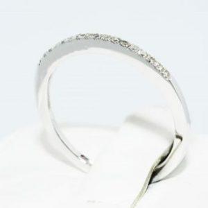 טבעת נישואין זהב לבן 10 קרט בשיבוץ יהלומים לבנים מידה: 7