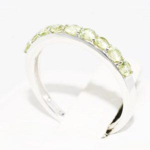 טבעת זהב לבן בשיבוץ פרידות 60. קרט מידה: 7