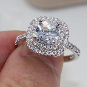 טבעת כסף 925 בשיבוץ טופז לבן מידה : 9