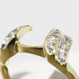 טבעת זהב צהוב בשיבוץ יהלומים לבנים 10. קרט מידה: 5.25
