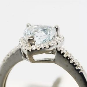 טבעת זהב לבן 10 קרט בשיבוץ אקוומרין ויהלומים 1.04 קרט מידה: 7.25 עיצוב לב