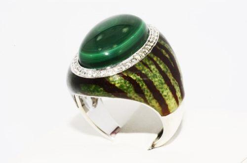 טבעת כסף 925 בשיבוץ מלכית טופז לבן ועיטור אמייל מידה: 7.25