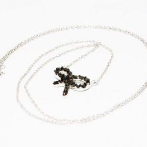 שרשרת ותליון זהב לבן 10 קרט בשיבוץ יהלומים שחורים 40. קרט עיצוב פרפר