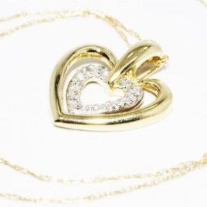 תליון ושרשרת זהב צהוב בשיבוץ 7 יהלומים לבנים 07. קרט עיצוב לבבות