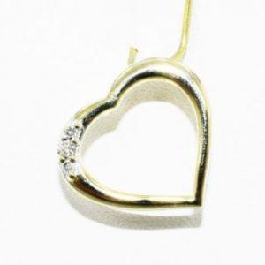 תליון זהב צהוב עיצוב לב בשיבוץ 3 יהלומים לבנים 06. קרט ניקיון יהלומים: SI3