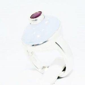 טבעת כסף בשיבוץ קלצדוני ורובי 8.30 קרט מידה: 8