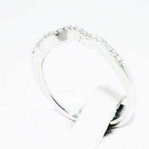 טבעת כסף בשיבוץ יהלומים לבנים 10. קרט ניקיון יהלומים: I1 מידה: 7