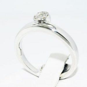 טבעת כסף בשיבוץ יהלומים 08. קרט ניקיון יהלומים: SI1 מידה: 7