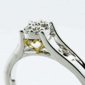 טבעת כסף בשיבוץ יהלומים לבנים 10. קרט מידה: 6.25