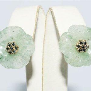 עגילי זהב 14 קרט בשיבוץ 14 יהלומים כחולים 0.20 קרט ואוונטורין ירוק עיצוב פרח