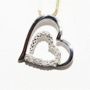 תליון זהב לבן בשיבוץ 11 יהלומים לבנים עגולים 12. קרט עיצוב לב