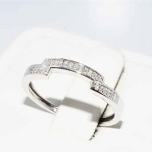 טבעת זהב לבן בשיבוץ 24 יהלומים לבנים 13. קרט ניקיון יהלומים: SI1 מידה: 7.25
