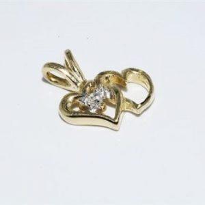 תליון זהב צהוב בשיבוץ יהלום עגול 01. קרט ניקיון יהלום: SI3 עיצוב לבבות