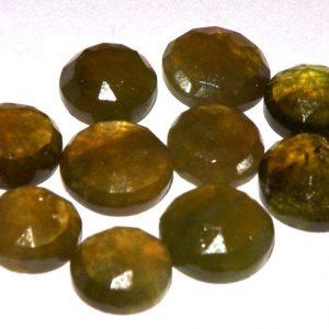 וזוביאניט מלוטשת לשיבוץ Vesuvianite משקל: 1.73 קרט