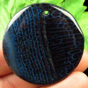 """תליון אגט אש שחור כחול עיצוב עגול קוטר: 43 מ""""מ"""