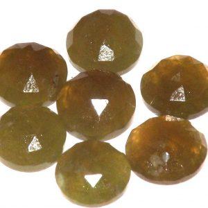 וזוביאניט מלוטשת לשיבוץ Vesuvianite משקל: 3.5 קרט יחידה