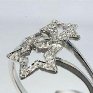 טבעת זהב לבן 10 קרט עיצוב כוכבים בשיבוץ 10 יהלומים לבנים 06. קרט ניקיון יהלומים: SI2 מידה: 7