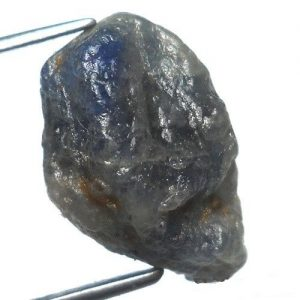 """ספיר כחול גלם לליטוש (אפריקה) משקל: 8.55 קרט מידה: 5*9*15 מ""""מ"""