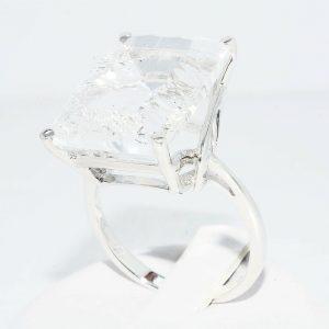 טבעת כסף בשיבוץ טופז לבן 20.01 קרט מידה: 10.25