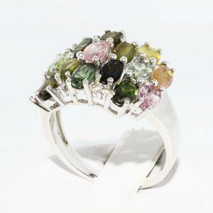 טבעת יוקרה כסף בשיבוץ 17 טורמלין צבעוני משקל: 3.10 קרט בשיבוץ 8 טופז לבן מידה: 8