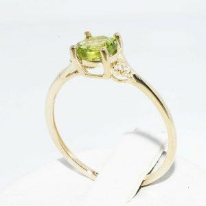 טבעת זהב צהוב 10 קרט בשיבוץ פרידות 1 קרט בשיבוץ 6 יהלומים לבנים מידה: 8.25