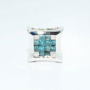 עגיל יחיד זהב לבן 14 קרט לגבר \ אישה בשיבוץ 12 יהלומים כחולים 50. קרט + 4 יהלומים לבנים 16. קרט