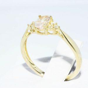 טבעת זהב צהוב 14 קרט בשיבוץ מורגנייט 24. קרט בשיבוץ 6 יהלומים לבנים 05. קרט מידה: 6.25