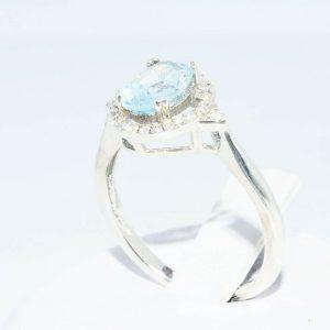 טבעת כסף 925 בשיבוץ אקוומרין 1.05 קרט בשיבוץ 28 טופז לבן 23. קרט מידה: 6 \ 7.25