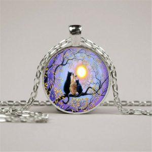 תליון ושרשרת מוכסף חתולים מייללים לאור ירח גווני סגול