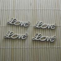 תכשיטנות: תליון LOVE מוכסף