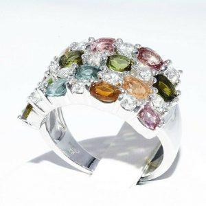 טבעת יוקרה כסף 925 בשיבוץ 14 טורמלין בצבעים 1.75 קרט + 14 טופז לבן 75. קרט מידה: 7.25