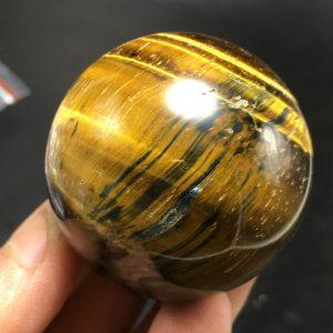 """כדור טייגר אי זהב ומעמד עץ מסוגנן קוטר: 42 מ""""מ משקל: 106 גרם"""