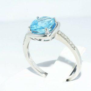 טבעת זהב לבן 10 קרט בשיבוץ טופז לונדון 1.60 קרט + 12 יהלומים 05. קרט ניקיון יהלומים: I1 מידה: 7