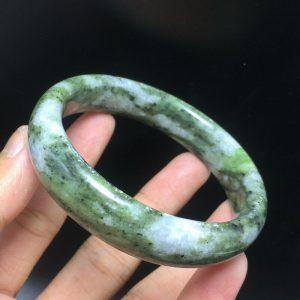 צמיד ג'ייד ירוק מנומר משקל: 58 גרם