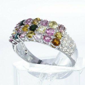 טבעת יוקרה כסף 925 בשיבוץ 21 טורמלין בצבעים 1.20 קרט בשיבוץ 40 טופז לבן 35. קרט מידה: 8
