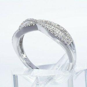טבעת יוקרה כסף 925 בשיבוץ 32 יהלומים לבנים 16. קרט ניקיון: SI2 מידה: 7.25